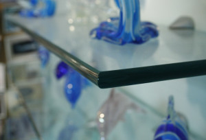 Example of pencil polish edge for a glass feature.